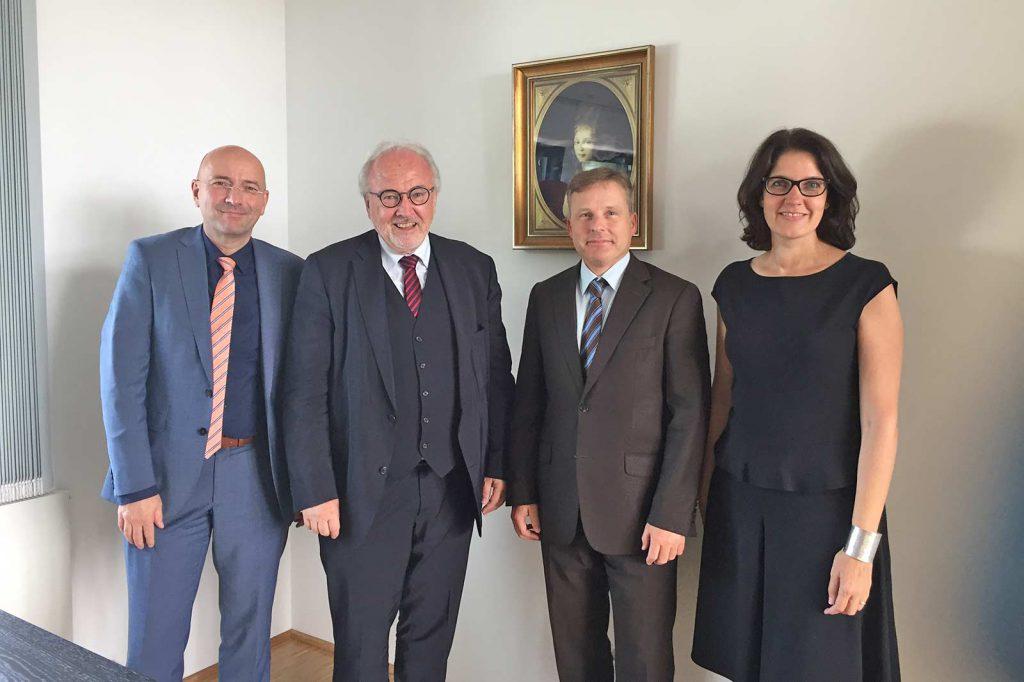 MdB Rudolf Henke zu Besuch im Luisenhospital